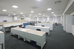 10 事務室.jpg